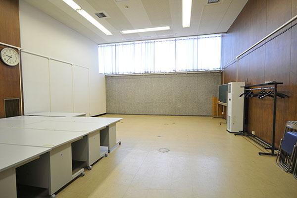 1階会議室 (定数:25)